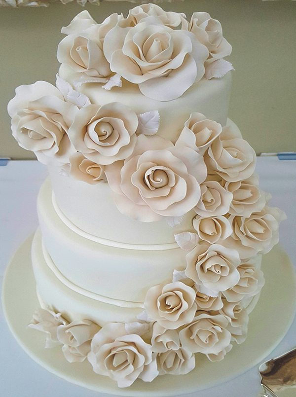 Luxurious 4 Tier White Wedding Cake With Roses